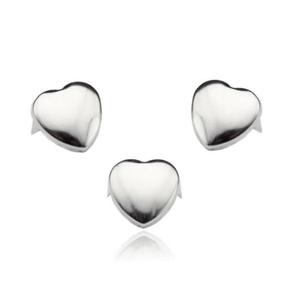 Silberne Herznieten
